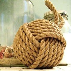 Tying the monkey fist knot with rope
