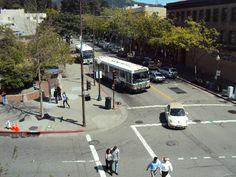 Berkeley square - todas as esquinas rebaixadas para cadeirantes e idosos