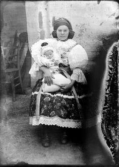 Veselský kroj Folk Costume, Costumes, Faces, Around The Worlds, Photography, Dress, Painting, Art, Art Background