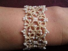 Bracelet mariage beige en dentelle de frivolite, tatting , tatted , bracelet dentelle beige ,bracelet beige pour mariee : Bracelet par carmentatting