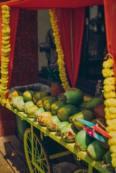 Summer wedding ideas, coconut water ideas , coconut weddings , food ideas, refreshing ideas