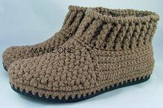 Crochet Gretel Bootie crochet shoes for indoor & por ManieOne Easy Crochet Slippers, Crochet Sandals, Crochet Baby Booties, Crochet Ripple, Knit Crochet, Crochet Slipper Pattern, Crochet Baby Shoes, How To Make Shoes, Crochet Accessories