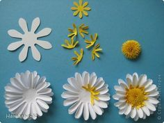 paper flowers: Master class Bumagoplastika Quilling flowers - daisies ... step by step photos ... used Google translation from Russian, but the photos tell the story ... luv how the center is made ...