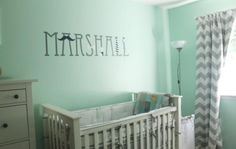 Wandtattoos kann man auch auf Wandfarbe Mintgrün aufkleben