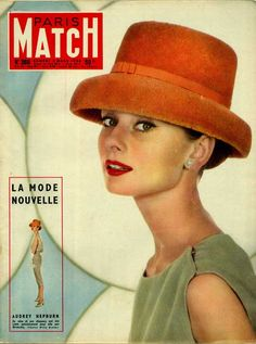 Audrey Hepburn en robe Givenchy en couverture de Paris-Match en 1956, photo de Willy Rizzo