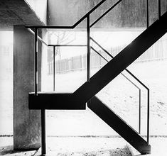 Campus Kramer - News & Stories at STYLEPARK Ferdinand Kramer Stairs, Pharmaceutical Institute, Photo © Kramer Archiv Black Railing, Black Stairs, U Shaped Stairs, Stair Elevator, Interior Stair Railing, Stair Well, House Staircase, Mad About The House, Glass Balustrade