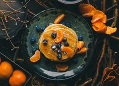 These blueberry and coconut pancakes are gluten and dairy free so everyone can enjoy pancakes this Pancake Day. They're a good weekend brunch option too! Food Art, A Food, Food And Drink, Breakfast Pancakes, Breakfast Recipes, Paleo Breakfast, Coconut Pancakes, Banana Oats, Food Wallpaper