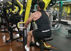 Exercício: Remada Articulada Pronada. Grupos musculares: Costas, Antebraço…