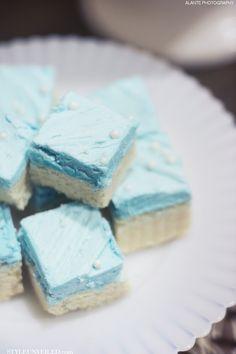 Ice Blue Treats for a Winter Wedding Dessert / The Sweet Side / Alante Photography / Seattle Wedding Cakes / via StyleUnveiled.com