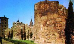 Murallas romanas de Zaragoza Junto al Mercado Central. Imagen de la guía de turismo y cultura de Zaragoza de Moobit