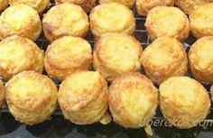 Sysagte skons…julle, this is to die for! Bruismeel, room, n blikkie Sprite (NIE sprite zero), knippie sout. Meng room met n vurk in by meel en daarna sny sprite in by meelmengse… South African Dishes, South African Recipes, Kos, Baking Recipes, Dessert Recipes, Bread Recipes, Appetiser Recipes, Cake Recipes, Baking Breads