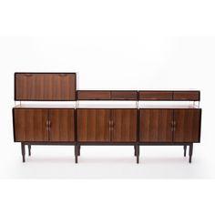 Mobile con alzata produttore La Permanente di Cantu paese Italia anni 60 colore marrone in legno