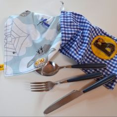 http://www.purefamille.com/rubrique/enfants-2-12-ans_r10/serviette-de-table-et-sa-pochette_a595/1