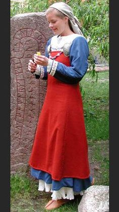 more viking age fashion! part 2 so this is part 2 discussing this reconstruction of a viking age outfit. Norse Clothing, Clothing And Textile, Medieval Clothing, Historical Clothing, Female Clothing, Historical Photos, Viking Garb, Viking Dress, Viking Reenactment
