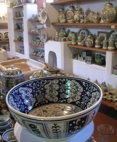 The renowned Gorky Gonzales ceramics workshop in Guanajuato, Mexico, produces traditional majolica pottery that is exported around the world. Each piece has been carefully created and hand painted according to the traditional majolica designs and forms of the Spanish Colonial period in Mexico (1521 - 1810).  All pottery is microwave and dishwasher safe.   Shop now: http://apps.agenne.com/CategoryDisplay.cfm?cp=0&cid=377&cat=15908  #ArteItalica #MatchPetwer #CarrolBoyes #ItalianCeramics