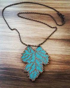 Miyoki kolyemiz satışa hazır. Peyote Patterns, Stitch Patterns, Bead Loom Bracelets, Brick Stitch, Loom Beading, Beaded Flowers, Flower Patterns, Turquoise Necklace, Jewelery