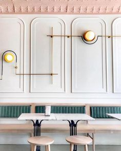 My 10 Favorite Ways to Create Feature Walls - Interior Design Tips by Nadine Stay. Reverse picture frame wainscoting in a restaurant. Photo by Girls Just Know. Design Blog, Cafe Design, Store Design, Design Design, Salon Design, Design Trends, Interiores Art Deco, Interiores Design, Commercial Design