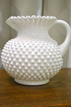 Fenton Hobnail Ruffled White Milk Glass Pitcher/Fenton introduced Hobnail Glass in translucent colors in 1939 & Milk Glass Hobnail in 1950 Fenton Milk Glass, Fenton Glassware, Antique Glassware, Antique Lamps, Glass Pitchers, Glass Dishes, Ideas Hogar, Carnival Glass, Glass Collection