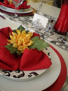 "The Style Sisters: Tablescape Thursday- Napkin Folding Step by Step ""The flower"""