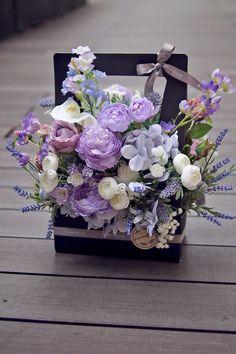 Pin by renren on 花束 Arte Floral, Deco Floral, Beautiful Flower Arrangements, Floral Arrangements, Beautiful Flowers, Flower Box Gift, Flower Boxes, Ikebana, Grass Flower