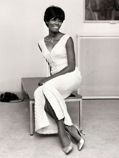 60 Vintage Photos of Beautiful Famous Women - Most Beautiful Faces, Beautiful Women, Naturally Beautiful, Beautiful People, Dionne Warwick, Famous Legends, Famous Women, Iconic Women, Famous People