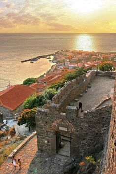 Mithymna (also sometimes spelled Methymna, formerly also Molyvos) is a former municipality on the island of Lesbos, North Aegean, Greece. Samos, Monemvasia Greece, Beautiful Islands, Beautiful Places, Places To Travel, Places To See, Empire Ottoman, Places In Greece, Greek Isles