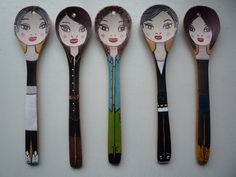 Spoon Art, Wood Spoon, Painted Spoons, Hand Painted Ceramics, Fun Arts And Crafts, Craft Stick Crafts, Doll Painting, Painting On Wood, Wooden Spoon Crafts