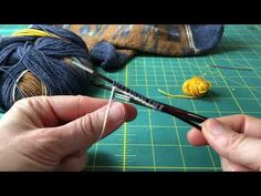 Tutorial tejer calcetines parte 2, cómo montar puntos en 4 agujas - YouTube Knitting, Youtube, Diy, Inspiration, Knitting Socks, Dots, Tejidos, Do It Yourself, Biblical Inspiration