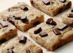 Chocolate Chip Banana Squares | Gluten Free, Vegan Desserts | Brunch at Saks from http://brunchatsaks.blogspot.fr/2012/05/chocolate-chip-banana-squares-gluten.html