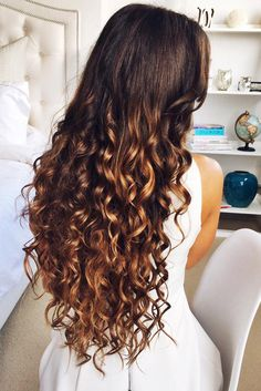 """Long Tight Curls on @mimiikonn who is wearing her 24"""" Ombré Chestnut #LuxyHairExtensions for colour and length. Click the photo to learn how to recreate these voluminous curls!"""