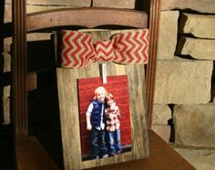 Rustic clothespin pallet wood picture frame. Photo by EdisonAvenue