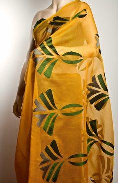 Silk-cotton gossamer saree with plain silk applique on the pallu.1 meter plain silk choli piece to match. - www.amyrah.co