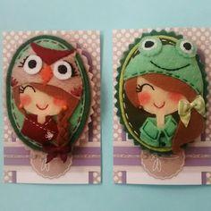 Niña buho y niña rana de MUAC! Diseños registrados. Felt Toys, Coasters, Arts And Crafts, Crafty, Embroidery, Dolls, Sewing, Bookmarks, Felt Fabric