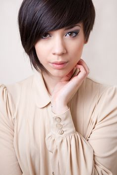 Gorgeous asymmetrical cut.     http://www.flickr.com/photos/_never_/5517392213/in/set-72157594145125749/