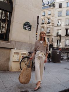 Discover the latest trends in Mango fashion, footwear and accessories. Shop the best outfits for this season at our online store. Beige Outfit, Plaid Outfits, Casual Outfits, Summer Outfits, Dress Like A Parisian, Parisian Style, Parisienne Chic, Maroon Bomber Jacket, Mode Outfits