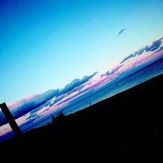 【tvxqyuko1987】さんのInstagramをピンしています。 《虎杖浜の海  ファンシーな空色だった  くそ寒かった  虎杖浜は虎杖浜っていう浜の名前なんだと思ってた。  #虎杖浜 #北海道  #海 #空》