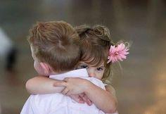 No  hay nada más verdadero que el abrazo de un niño.