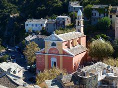 L'église Sainte-Julie dans le village de Nonza. Corsica, Cap Corse, Le Cap, Julie, French Connection, Travelling, Mansions, House Styles, Villas