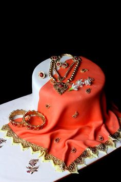 Indian traditional Saree & jewellery cake  by Anand - http://cakesdecor.com/cakes/281901-indian-traditional-saree-jewellery-cake