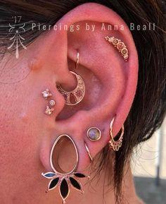 Ear Jewelry, Cute Jewelry, Women Jewelry, Jewellery, Jóias Body Chains, Ear Lobe Piercings, Daith Piercing, Tragus, Body Piercing