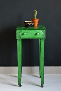 This table was painted by Annie in Antibes Green Chalk Paint® to create a smooth finish, and the final graphic and dramatic Warehouse style look was achieved using Black Chalk Paint® Wax. Find out how to achieve this look for yourself in Annie's full step-by-step video.