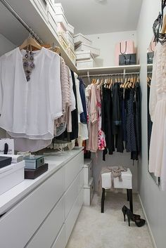 Luxury White Furniture Ideas Stunning Small Room Space Walk In Closet Design Ideas Come With Open Wardrobe. #luxurywalkincloset #luxurywardrobe