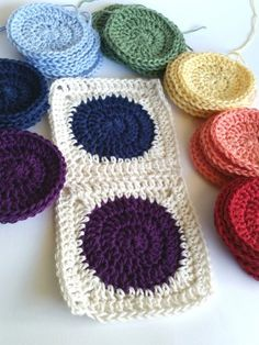 Squaring the Circle Crochet Pattern Tutorial - spincushions
