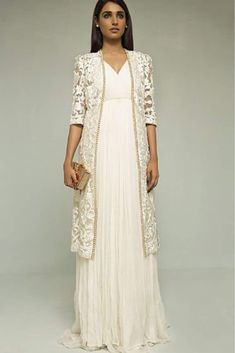 Indian fashion has changed with each passing era. The Indian fashion industry is rising by leaps and bounds, and every month one witnesses some new trend o Pakistani Outfits, Indian Outfits, Lehenga, Anarkali, Look Girl, Desi Clothes, Indian Attire, Indian Designer Wear, Asian Fashion