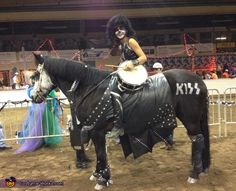 homemade horse costumes | Side view. . Kiss Horse - Homemade costumes for pets