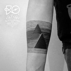 RO Tattoo-Tattoo-Ink-InkObserver-Dotwork-Geometric-Minimalism-Stockholm-Sweden 1