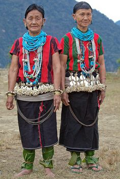 The traditional measure of a family's wealth is the possession of beads, ornaments and land. The traditional measure of a family's wealth is the possession of beads, ornaments and land. Costume Ethnique, Arunachal Pradesh, Tribal People, India People, Folk Costume, Traditional Dresses, Traditional Fashion, Tribal Jewelry, World Cultures