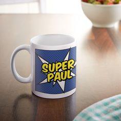 Jeden Tag eine gute Tat: So leben Sperhelden. Auch, wenn nicht jeder von uns Superbösewichte bekämpfen kann - unsere Comic Tasse für Männer - Personalisiert - Comic Becher bedruckt ist auch für Helden des Alltags geeignet.