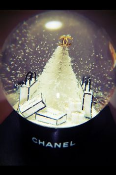 Chanel snow globe... Want!!