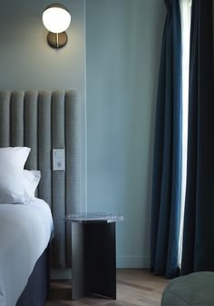 Hotel Bachaumont Paul Bowye, shades of blue, poudre, dusty colors Interior Design Inspiration, Home Decor Inspiration, Decor Interior Design, Design Ideas, Lobby Interior, Colour Inspiration, Modern Interior, Design Trends, Interior Decorating